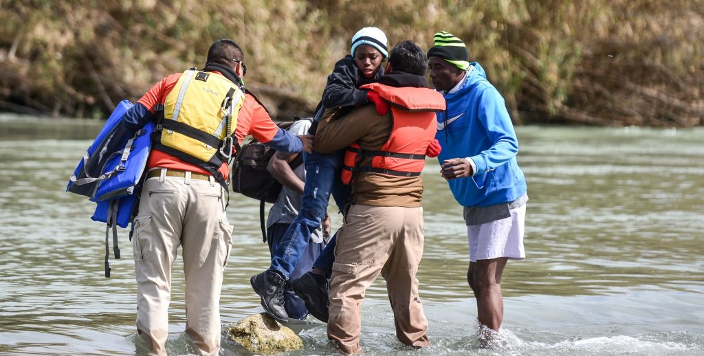 Migrantes centroamericanos en frontera entre MÈxico y EE.UU.
