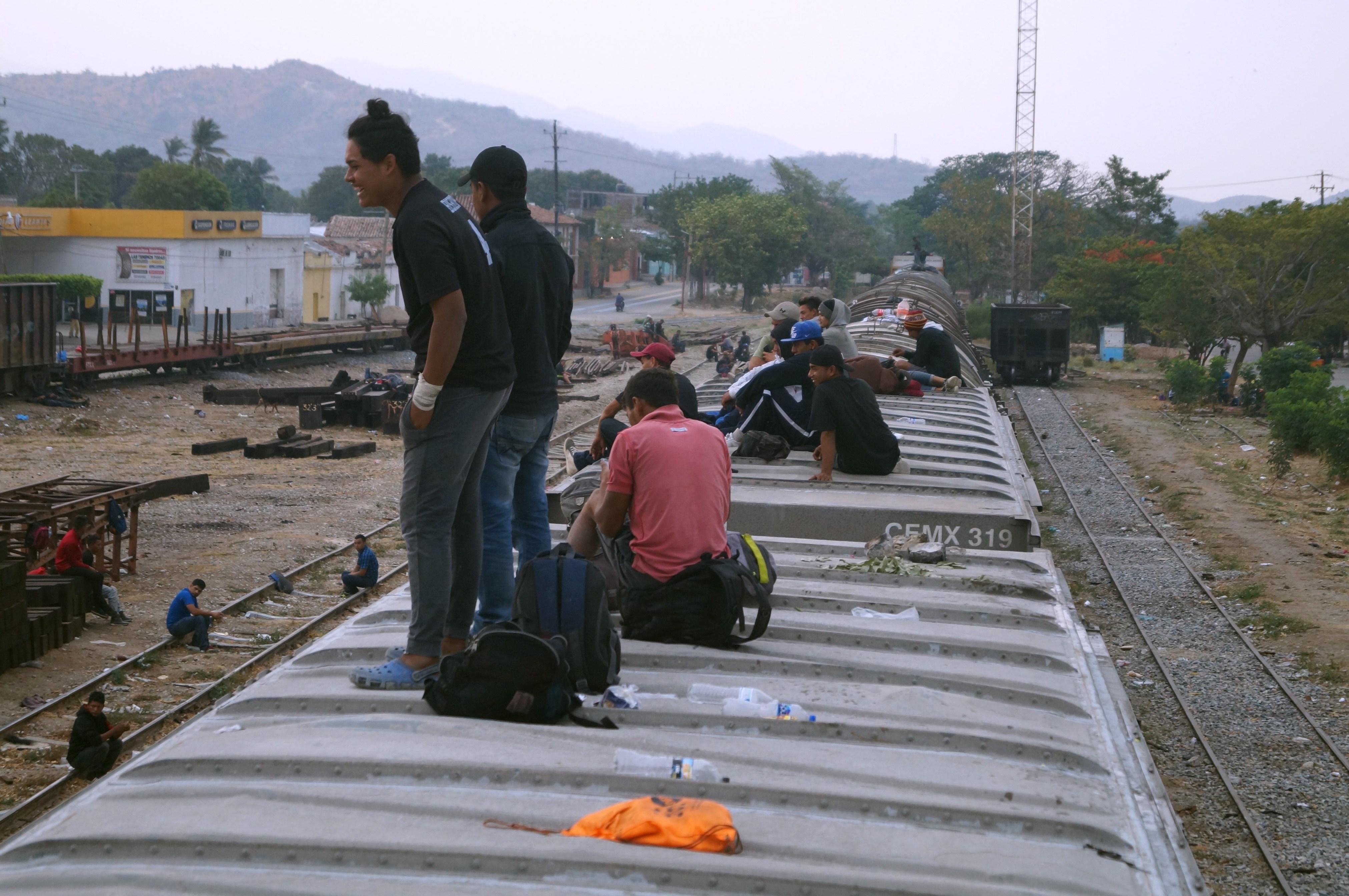 Migrantes en el sur de México buscan nuevas rutas en pos del sueño americano