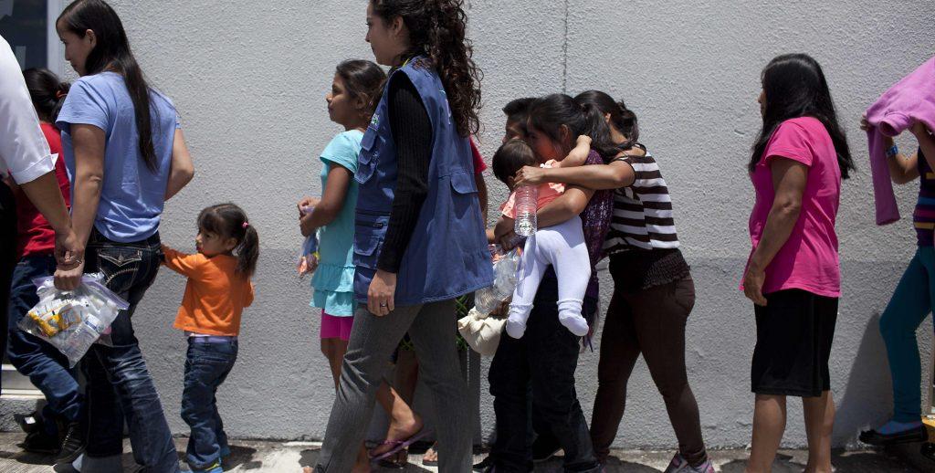 GUATEMALA RECIBE A NI—OS DEPORTADOS DE EE.UU.