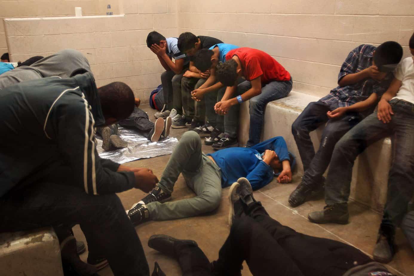 Miles de inmigrantes en confinamiento solitario en el país