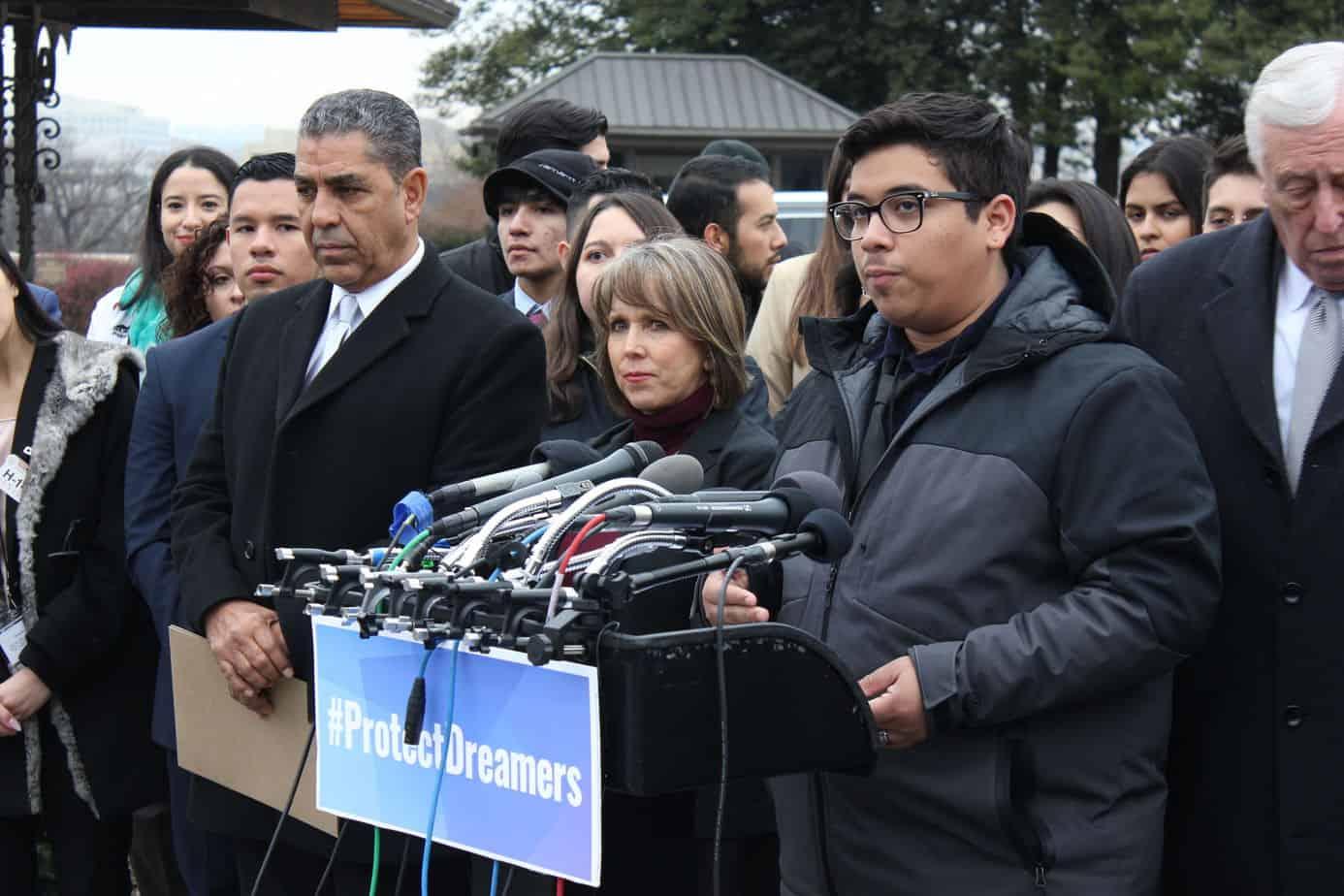 Caucus hispano reclama investigar muertes de menores en custodia del Gobierno